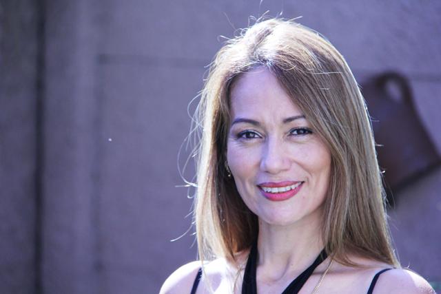 July Medellín: psicología, periodismo y literatura desde Colombia