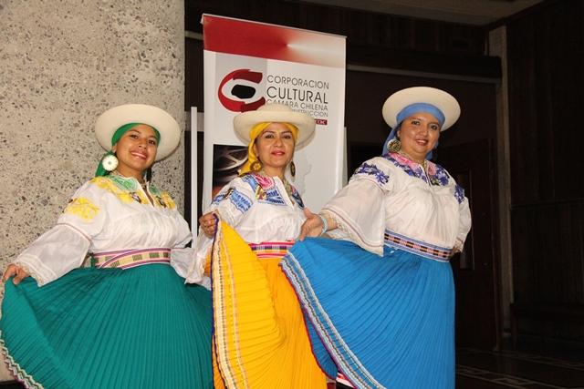 Reconocimiento a la Agrupación Folklórica Alhajas del Ecuador