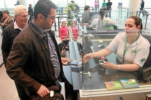 Los colombianos son los que más emigran en Suramérica