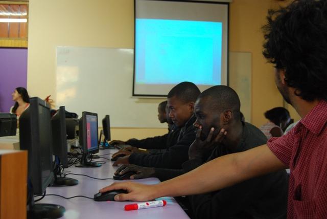 Cursos de alfabetización digital para personas migrantes: ciudadanos digitales pero, sobre todo, personas