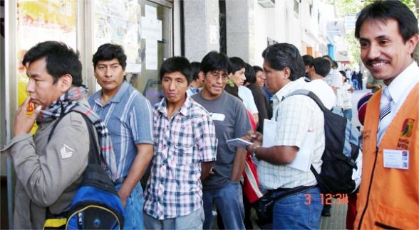 El 5.95 por ciento de los migrantes bolivianos viajan a Chile
