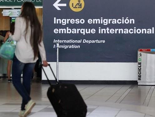 Chile y Alemania firman acuerdo para que jóvenes viajen con empleo temporal