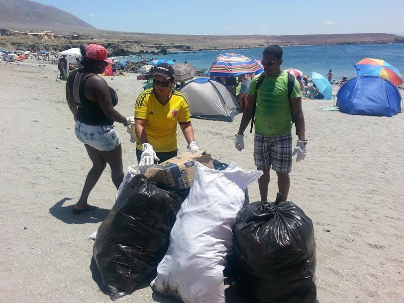 Los colombianos en Antofagasta dan ejemplo en las playas