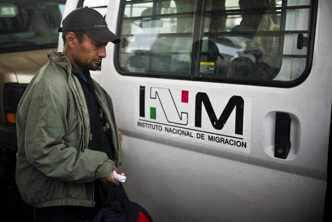 Ejército mexicano rescata a 60 inmigrantes secuestrados en frontera con EEUU