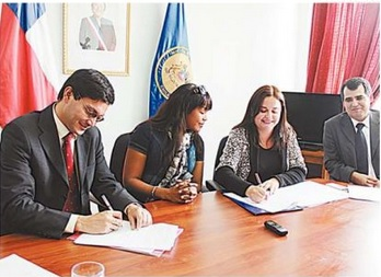 Firman convenio de acceso a protección para el refugiado