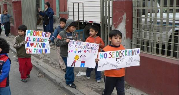 ¿Es realmente inclusivo el nuevo sistema de admisión escolar cuando existe una falta de cupos escolares? Una realidad cotidiana para las familias migrantes.
