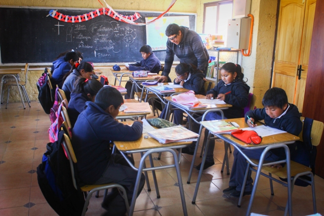 Organizaciones urgen al gobierno a regularizar situación de niños migrantes