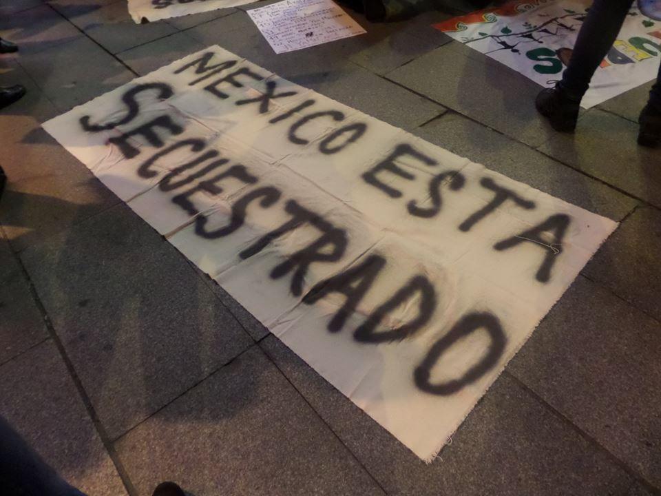 Mexicanos en todo el mundo piden justicia por los 43 de Avotzinapa