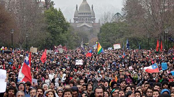 Tensión entre los movimientos sociales y partidos políticos