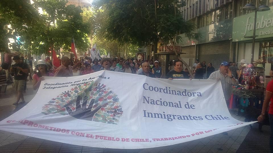 Migrantes marcharon a La Moneda en contra de alza de Visas