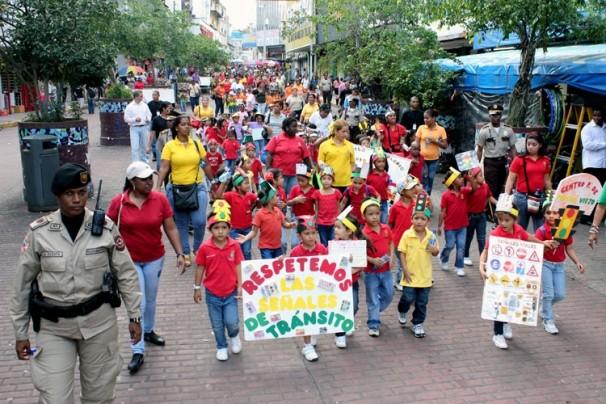 Escuelas dignas y salarios justos