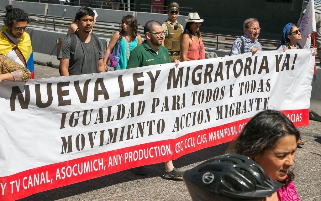 Presidenciales 2017: El error de no enviar una nueva ley de migración para Chile