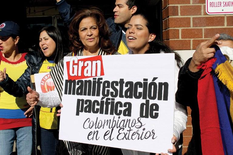 Colombianos en el exterior rechazan elevado costo del pasaporte