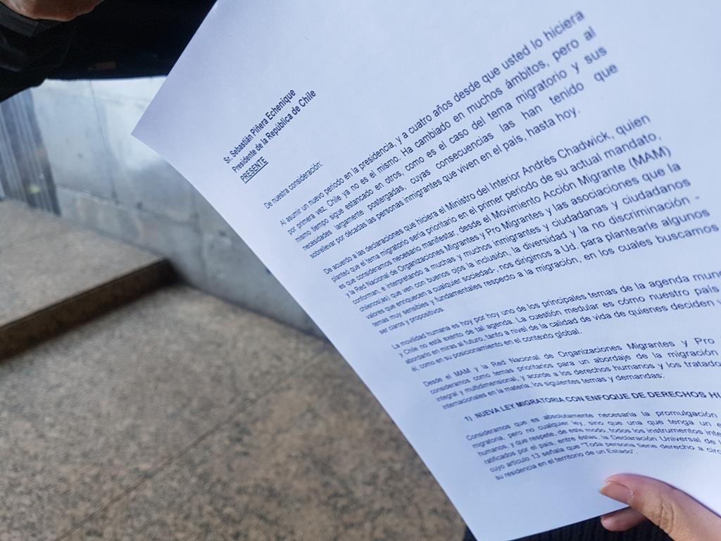Organizaciones migrantes entregan cartas a Piñera con propuestas y demandas