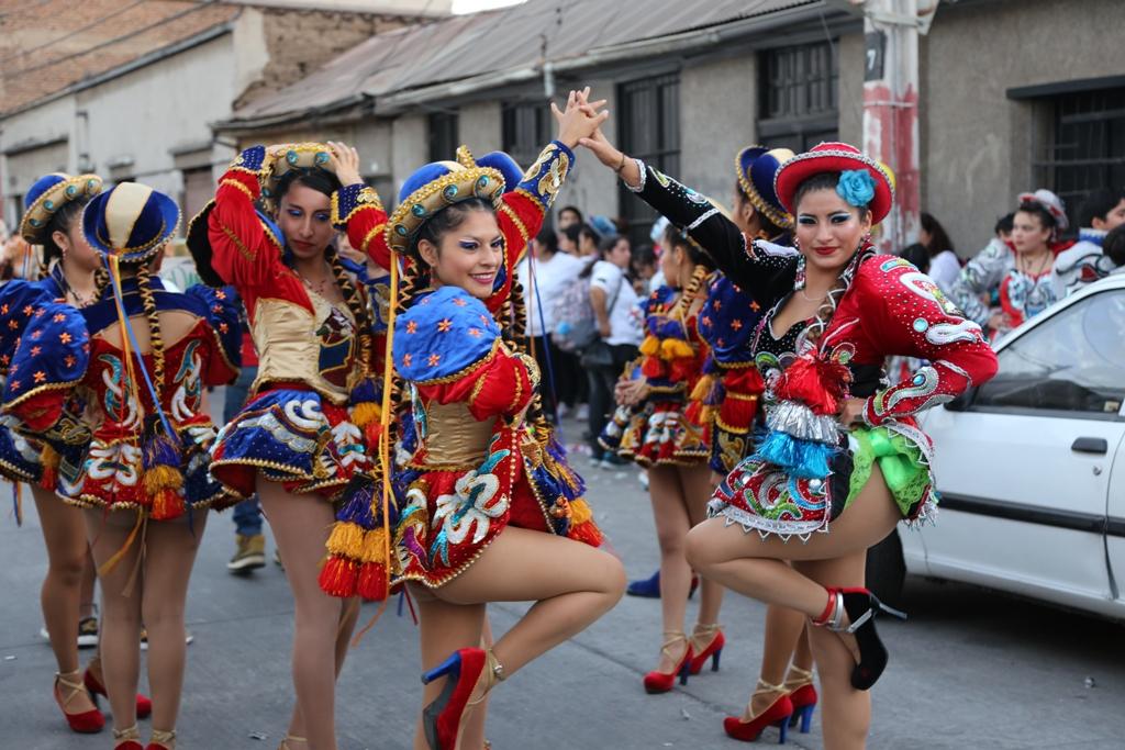 El Carnaval Sin Fronteras llenó de alegría las calles de Independencia