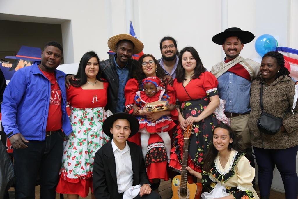 """""""Los migrantes celebran Chile"""": Revisa aquí las principales postales que dejó la jornada de fiestas patrias"""